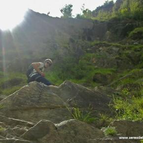 SERES DEL RETORNO_FERRATA BROTO_PIRINEOS_0- Comienzo de la via, mixto de hierba y roca
