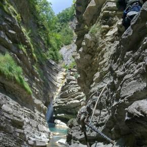 SERES DEL RETORNO_FERRATA BROTO_PIRINEOS_5- una de las zonas más bonitas, el rio se encajona en un estrecho desfiladero (2)