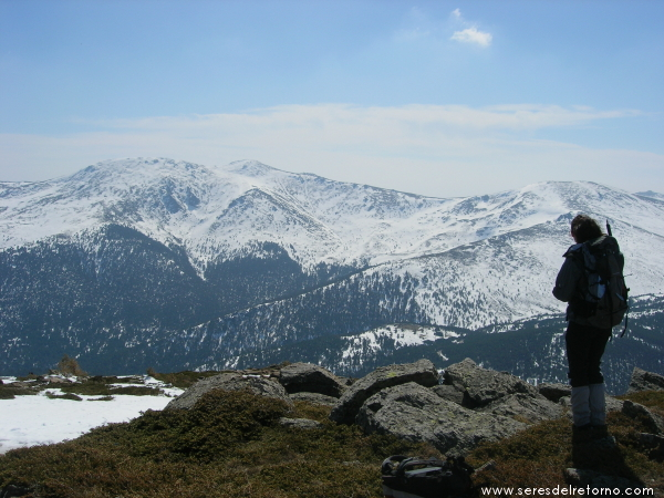10 observando el paisaje desde la arista cimera