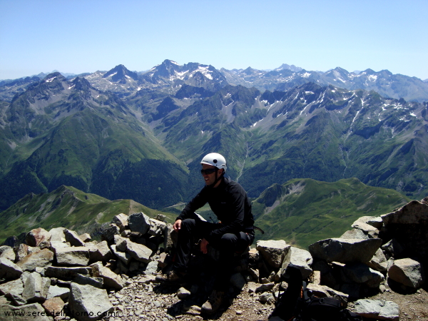 8 disfrutando de las vistas en la cumbre